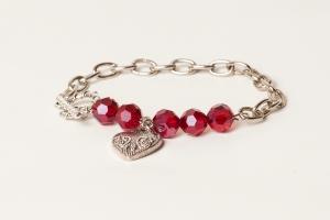 Bracelet métal, et perles de cristal, longueur environ 7,5 pouces. 20$
